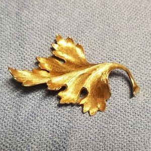 11.72gms Solid 18K Heavy Oak Leaf Pin Brooch